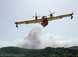 Canadair heroes doing their job 5 RRGallery