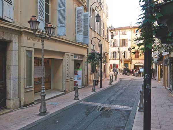 New Antibes Books shop