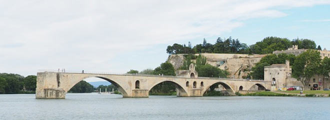 Le Pont dAvignon today